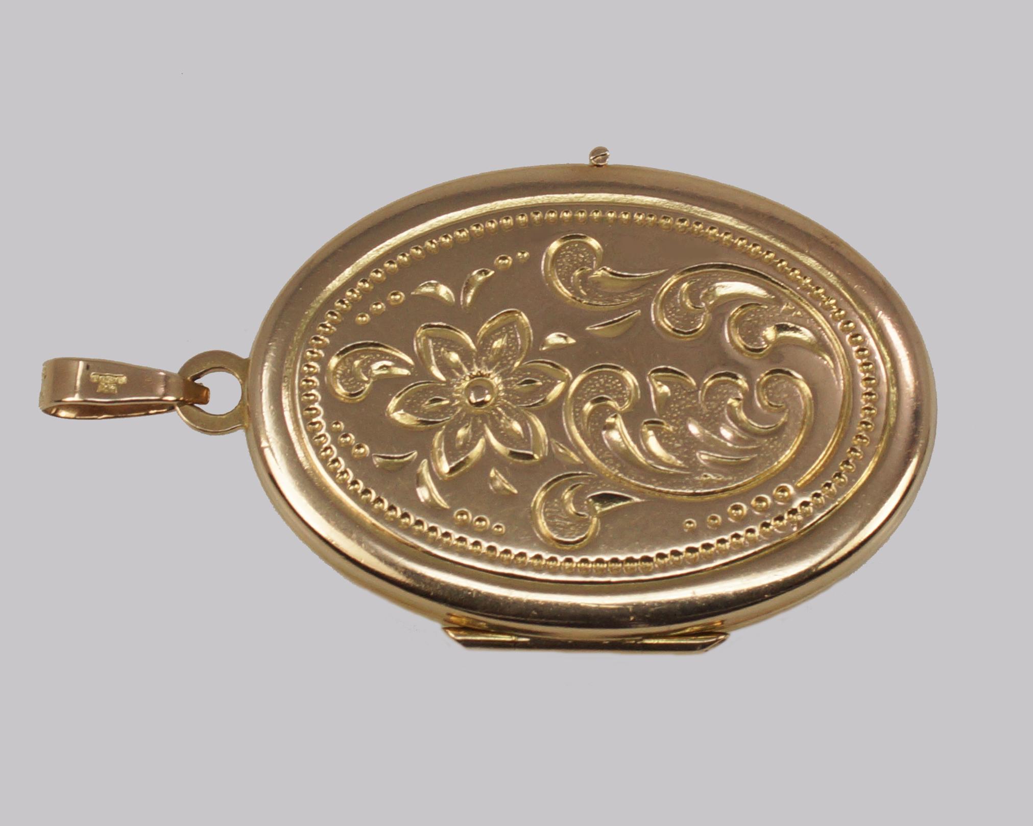 9ct Gold Floral Locket 1973