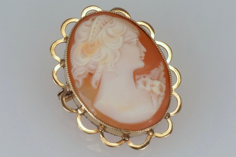Cameo Carved Shell Brooch / Pendant