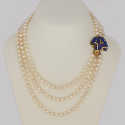 Pearl necklace with Lapis Lazuli clasp